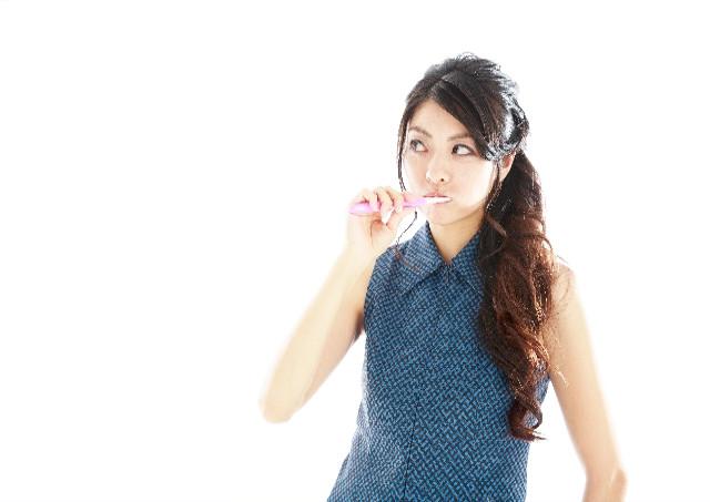 歯磨き前に食べカスを取り除く